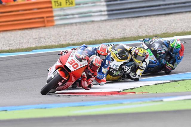 画像: 中上、パシーニ、ルティ、モルビデリのトップ争い。誰が勝ってもおかしくないレース!