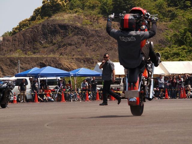 画像1: 熊野市のバイク愛好家によって企画開催された『ライダースフェスティバルin南紀』のスタントショーMCとして参加。ミカン畑の間を縫う、ホテルから会場の行き来のみの走行。