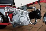 画像: スーパーカブC 100用ベースの49㏄OHV単気筒エンジンを搭載。自動遠心クラッチを採用した3速ミッションの扱いやすさが、子供も乗ることが多い遊具用には最適だった。