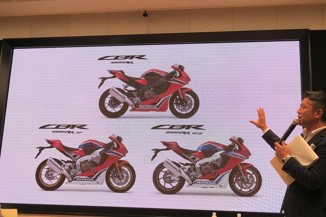 画像: トークショーの前に新型CBR1000RRシリーズの各モデルについて、あらためて説明する宮城さん。