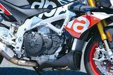 画像: 1077㏄にスケールアップすることで、中低域のトルクを増強したエンジン。電子制御のライダーエイド「APRC」も新世代のものが投入されている。
