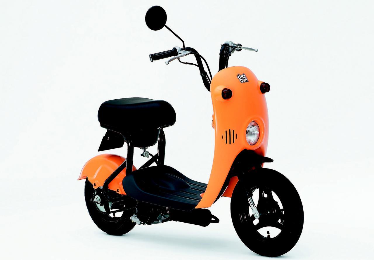 画像: ■ SUZUKI チョイノリ  2003年2月発売 新設計メッキシリンダー採用のOHV2バルブ単気筒搭載の超廉価版スクーター。乾燥重量わずか39kg、シート下タンク容量3Lとまさにチョイノリ感覚で走れ、価格の安さからも大ヒット。2007年の生産終了まで10万台以上を販売した。 ●空冷4ストOHV2バルブ単気筒●49cc●2.0PS/5500pm●0.30kg-m/3500pm●39kg●80/90-10・80/90-10●5万9800円