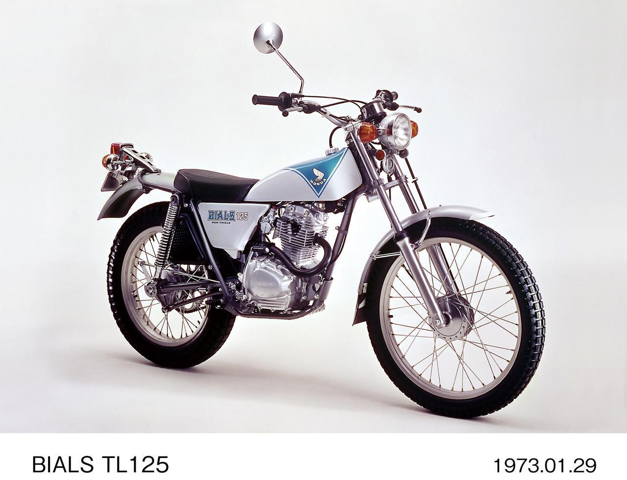 画像: < 主要諸元> ●エンジン型式:空冷4 ストOHC2 バルブ単気筒●総排気量:124cc ●最高出力:8PS/8000rpm ●最大トルク:0.83kg-m/4000rpm ●乾燥重量:98kg ●燃料タンク容量:4.5L ●前・後ブレーキ:ドラム・ドラム ●前・後タイヤサイズ:2.75-21・4.00-18 ●発売年月:1975年7月 ※諸元は1975 年モデル