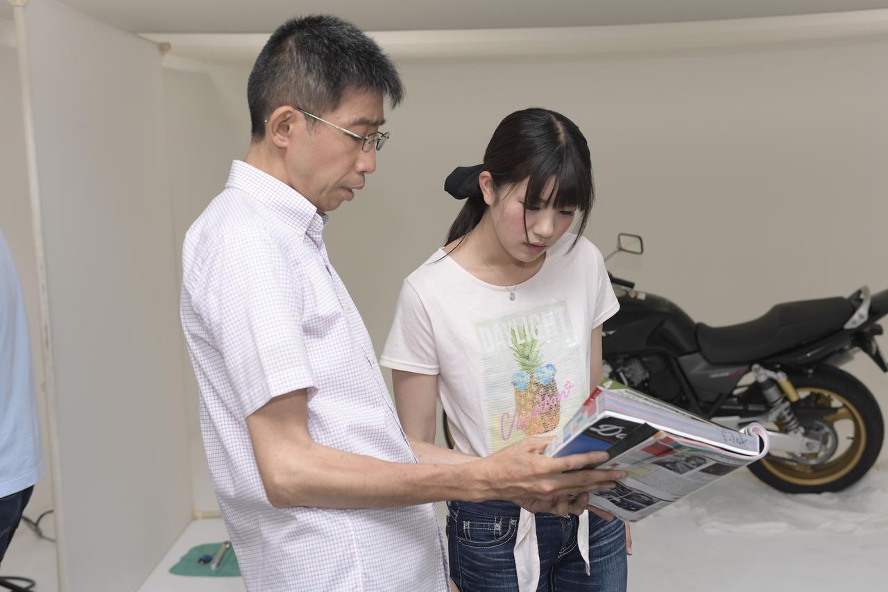 画像: 悩み過ぎて、デイトナの矢嶋さんも巻き込んで商品選び。