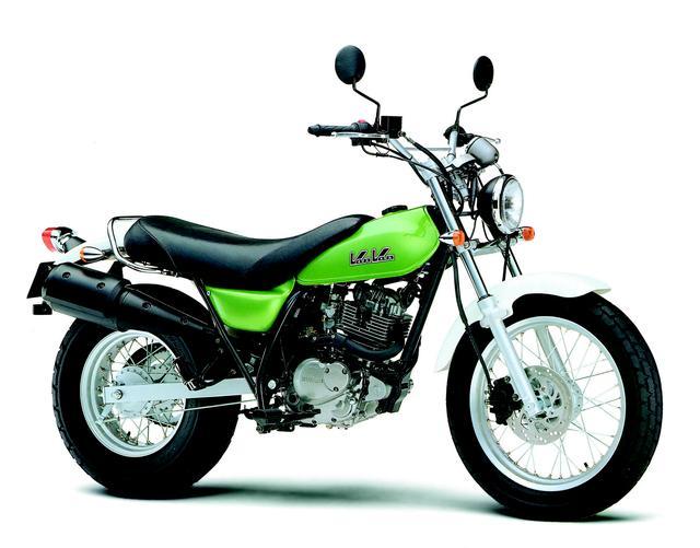 画像: ■ SUZUKI バンバン200 2001年発売 70年代に人気モデルだったレジャーバイク・バンバンシリーズ。そのデザインテイストを現代に復活させたトラッカーモデル。ライバルはストリートトラッカーブームを巻き起こしたヤマハTW。ワイドでファットなリアタイヤなどが特徴。 ●空冷4ストOHC2バルブ単気筒●199cc●16PS/8000rpm●1.5kgm/7000rpm●118kg●130/80-18・180/80-14