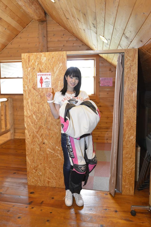 画像: 走行したトミンモーターランドの女性用更衣室。