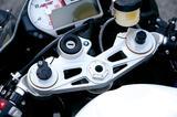画像: IMUで路面や走行の状況を判断し、最適な減衰力へとダンパーを自動調整するDDCを標準装備。注DDC非装着車も選択可能。