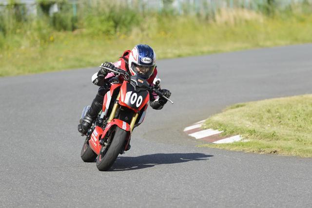 画像2: 今日のコーチだった、オートバイ誌の太田さんは、「想像より遥かにスムーズに速く走れるようになった」とホメてましたが、自分でも成長は感じた?