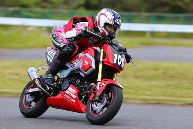 画像4: 今日のコーチだった、オートバイ誌の太田さんは、「想像より遥かにスムーズに速く走れるようになった」とホメてましたが、自分でも成長は感じた?