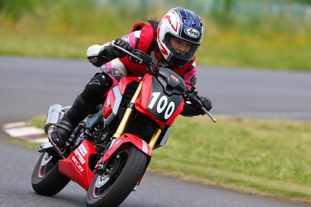 画像3: 今日のコーチだった、オートバイ誌の太田さんは、「想像より遥かにスムーズに速く走れるようになった」とホメてましたが、自分でも成長は感じた?