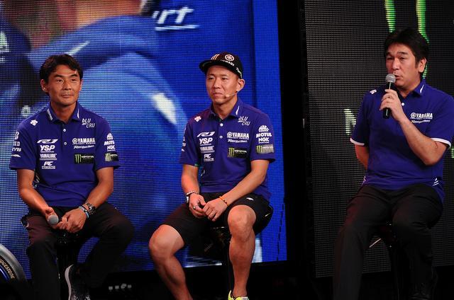 画像: 左から吉川監督、ライダー中須賀、そして辻技術部部長