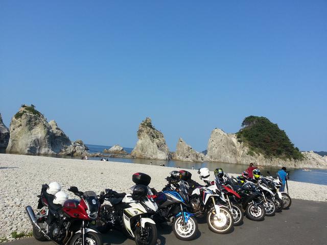 画像: 浄土ヶ浜をバックにバイクと一緒に記念撮影。貴重な1枚!