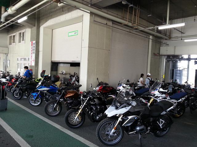 画像: バイク17台でツーリング!!! 全部レンタルバイク。種類も豊富ですよ