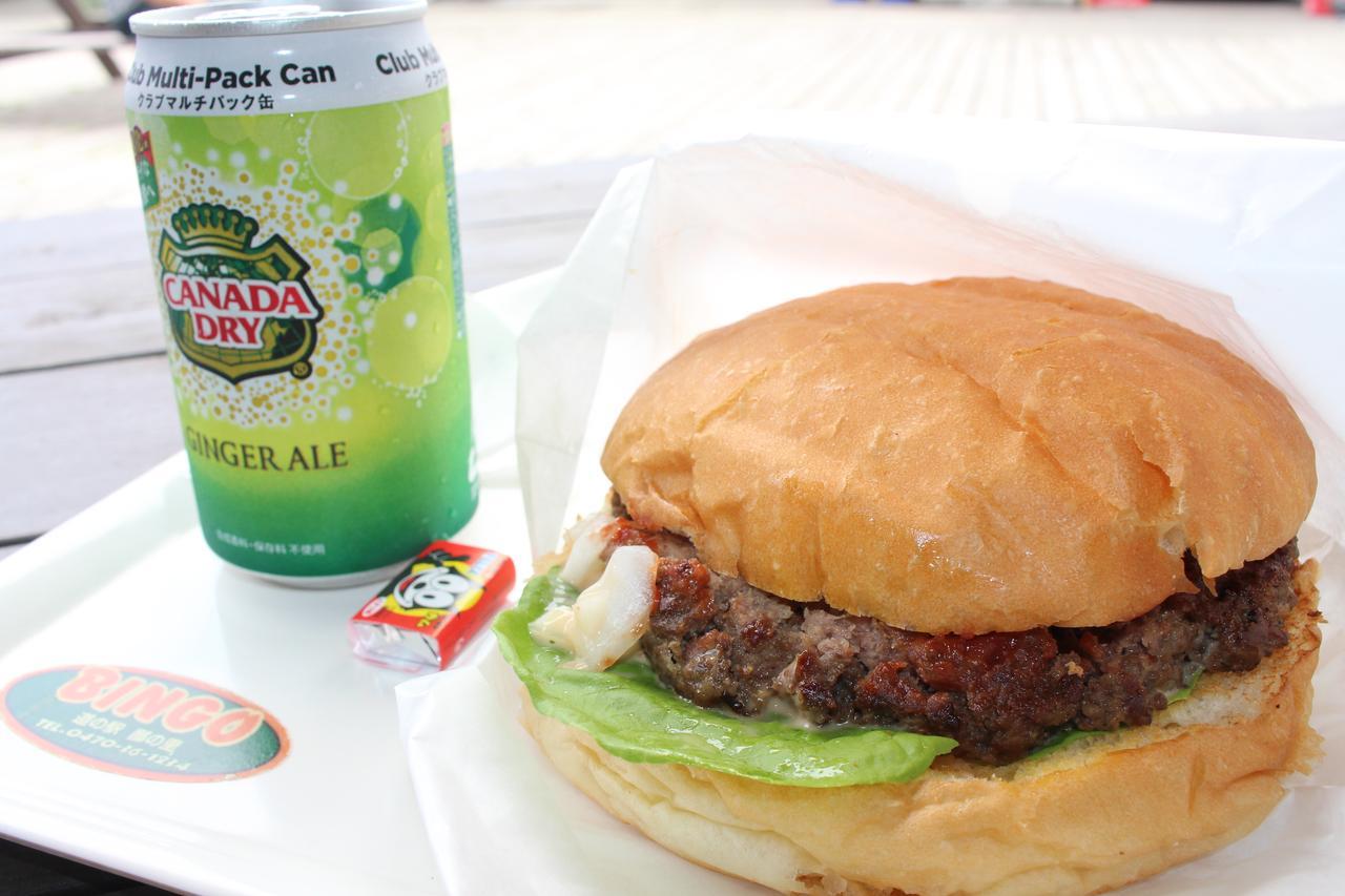 画像: BINGO burger (850円) +150円でドリンクセットになります。 口直しのガムも付いてました。