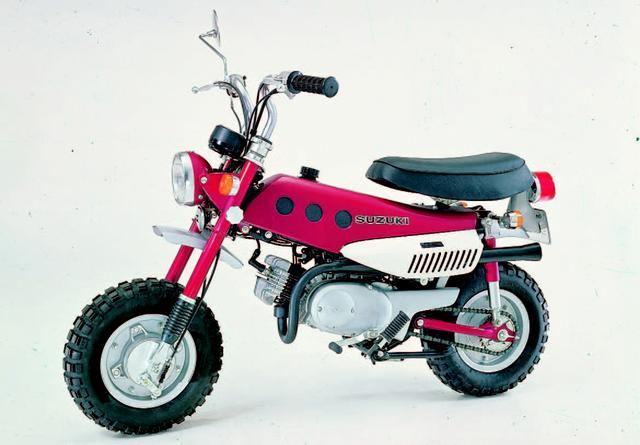 画像: SUZUKI ホッパー 1971年3月 プレスバックボーンフレームに粘り強い特性のリードバルブエンジンを搭載した個性派レジャーバイク。燃料タンクはポリエチレン製を採用。 ●空冷2スト・ロータリーディスクバルブ単気筒●49cc●3PS/6000rpm●0.37kg-m/5500rpm●62kg●3.50-8・3.50-8●7万2000円