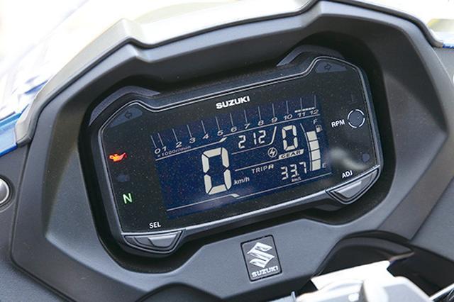 画像: ギアポジション、平均燃費計、オイルチェンジインジケーターなど、多機能表示のフル反転液晶メーターパネルは、見やすさもバツグン。
