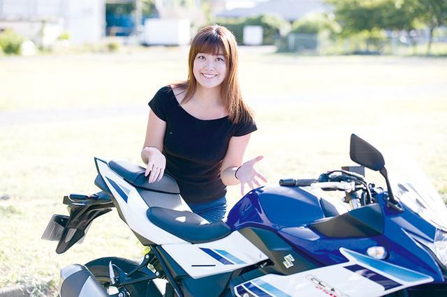 画像: 愛佳ちゃん曰く「250スポーツを乗り比べてみて、タンデムの乗りやすさは1番だと思いました」とのこと。クッション性のあるシートは座り心地も良好。