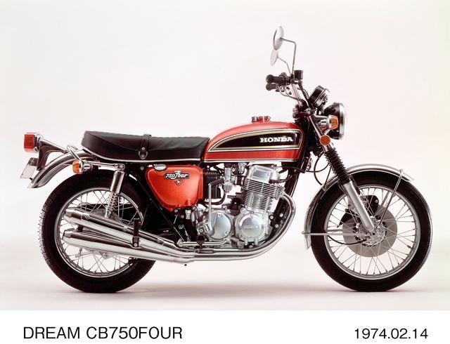 画像: CB750Four (K4) 1974年、K 3は輸出車用のため、国内ではK 2からK 4へとチェンジ。カラー&グラフィックは大きく変更され、タンクには極太なラインを採用。速度警告計をメーター間からステアリングステム上面に移動した。当時新車価格39万5000円。