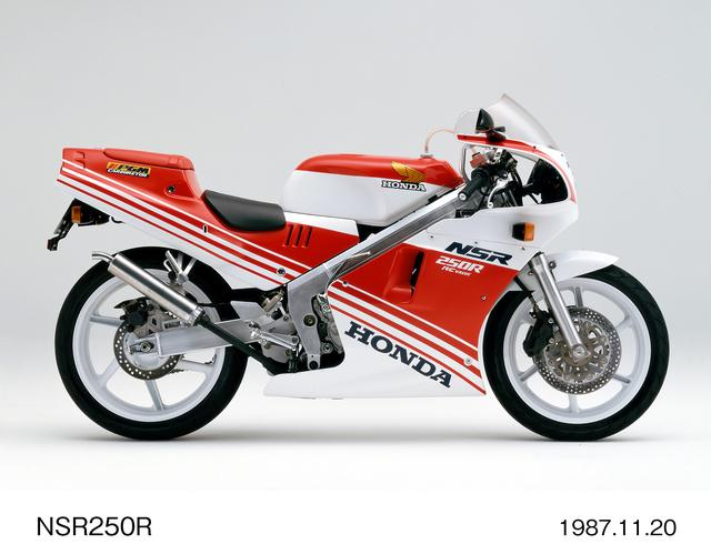 画像: NSR250R (MC18) 初代NSRのMC16登場から約1年後、フルモデルチェンジで発表されたのがMC18。88年式=「ハチハチ」の愛称で親しまれる、歴代NSRの中でも最強と呼び声が高いモデル。当時新車価格は57万9000円。