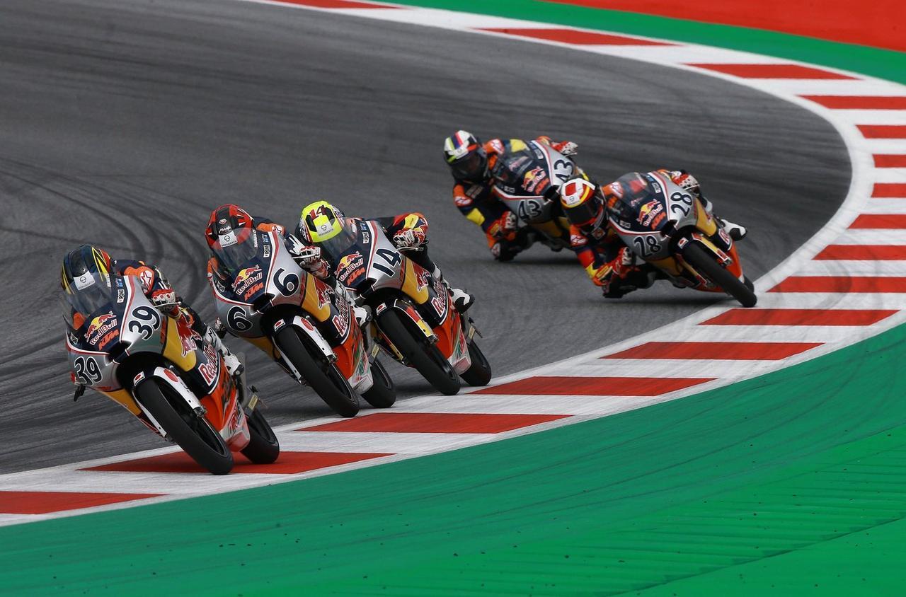 画像: 39が眞崎 レース2ではmoto3らしい、最終ラップまで続く大混戦を制しました!