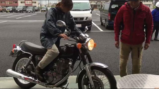 画像: SR400(YAMAHA) これに関してはオートバイのFacebookに動画がアップされてるので、興味がある方は見てみて下さい( ̄▽ ̄;)