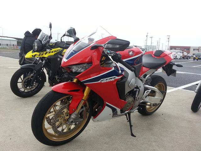 画像: CBR1000RR(Honda) 自分が思ってる以上に扱い易いバイクでした!