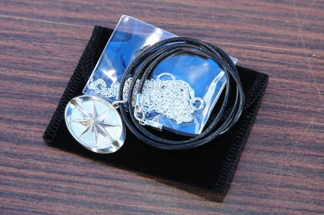 画像: シルバーネックレスは長野会場での販売数が6つ。税込み3万円。