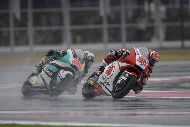 画像: 雨でペースが上げられなかったタカ 最終ラップで転倒もガッツで再スタート! タカ、それ大事!
