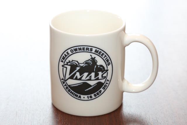 画像: 記念品の日付入りのマグカップ