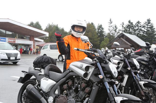 画像: 「このバイクを買って半年ぐらいなんですが、その間に10台ぐらいしかお見かけしてないので、こういうオーナーズミーティングは貴重な機会です」「ツーリングでは私の前に一条さんが走られていて。後ろから拝見して、感激しました!」とこれから群馬へ帰られる青山さん。