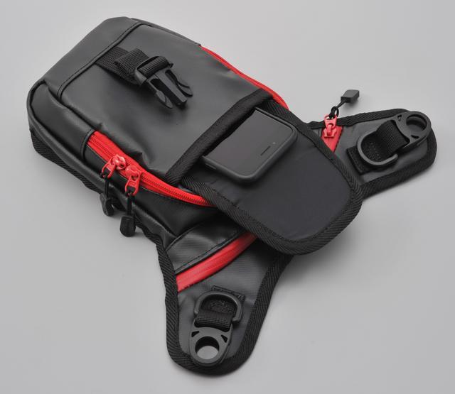 画像1: バッグの素材は、ウエアに合わせやすいポリエステルと、水に強いターポリンの2種類から選べる!