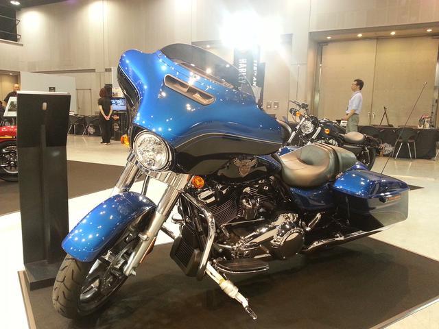 画像: レジェンドブルーは、照明が当たって凄くかっこいいブルーです!