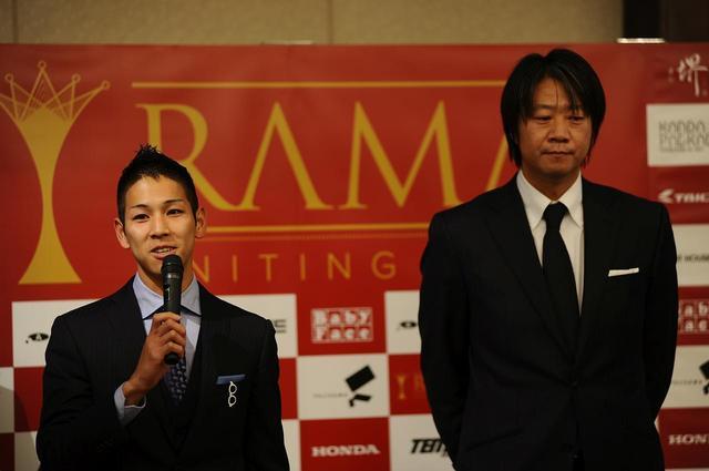 画像: 2017年シーズンの体制発表の時の生田目代表(右) 左の尾野弘樹とCEV-moto2に参戦中