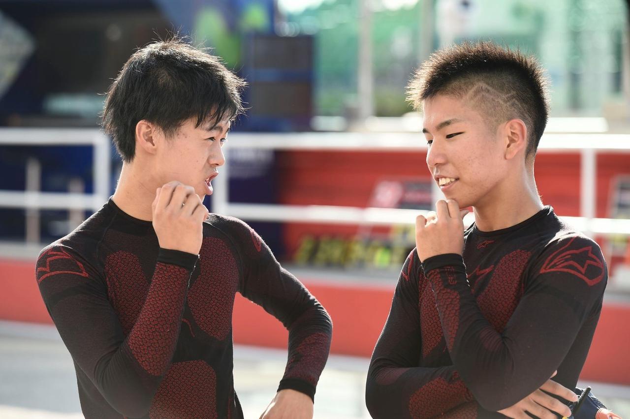 画像: 左が小椋、右が真崎 今年の初めに比べても、顔つきが大人っぽくなってきたなぁ…