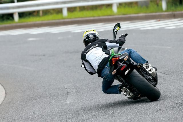 画像: 今回、RMC810を装着したテスト車両は、カワサキのスポーツネイキッド「Z1000」。様々な走行状況で、その実力をチェックしたところ、かなり車両の印象がマイルドになった。「スポーツバイクは好きだけど、もっとラクチンに乗りたい」なんてライダーのカスタムとしても有効かもしれない。