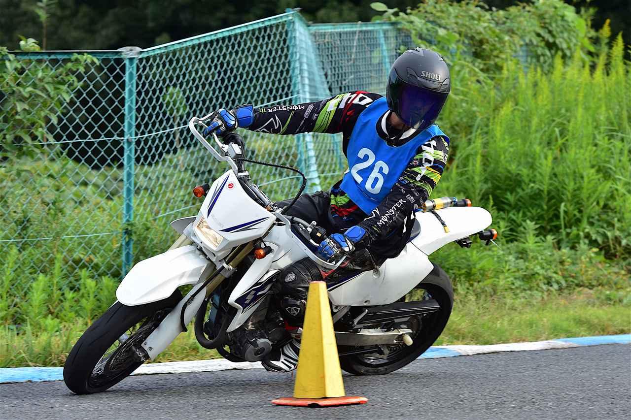 画像: B級24位・井上選手&DR-Z400SM 1分53秒271