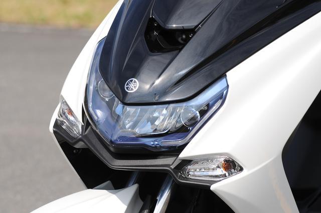 画像: ヘッドライトはLED化。フロントフェイスを装着したカスタム車のような顔つきが新型の大きな特徴だ。