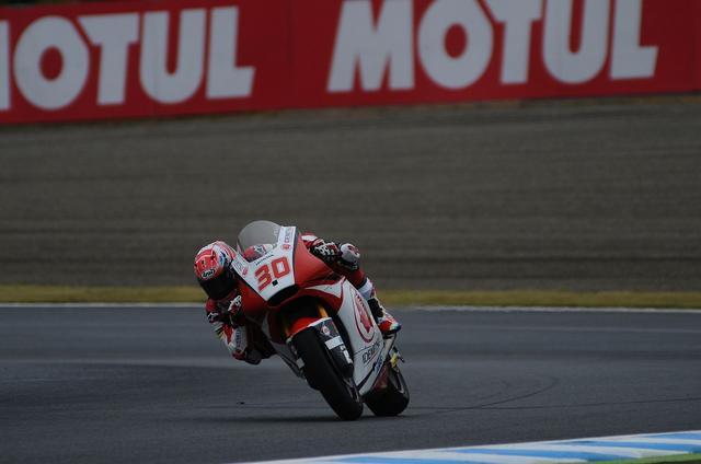 画像: マシンの白×赤と日本GP冠スポンサーのMOTUL看板がよく似合っていました^^