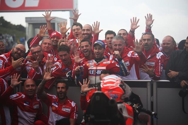 画像: イタリアンチームの歓喜は、本当に見ていて気持ちがいい! 嬉しかったら喜ぶ、悲しかったら怒る