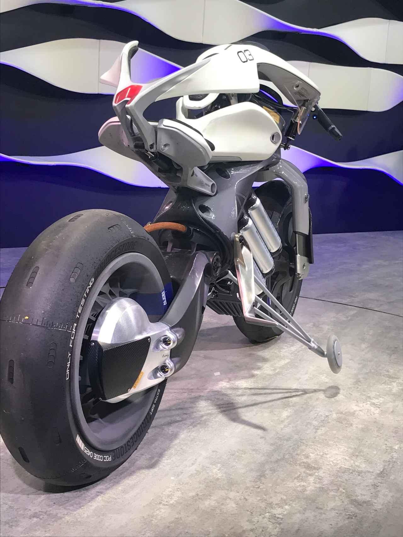 画像2: 【TMS2017】未来を感じさせる知的モーターサイクル