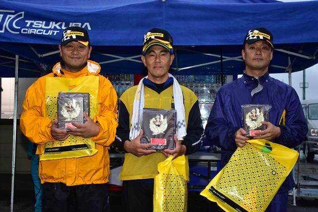 画像: 写真中央がSB級チャンピオン・辻家選手、左が2位・作田選手、右が3位・大越選手