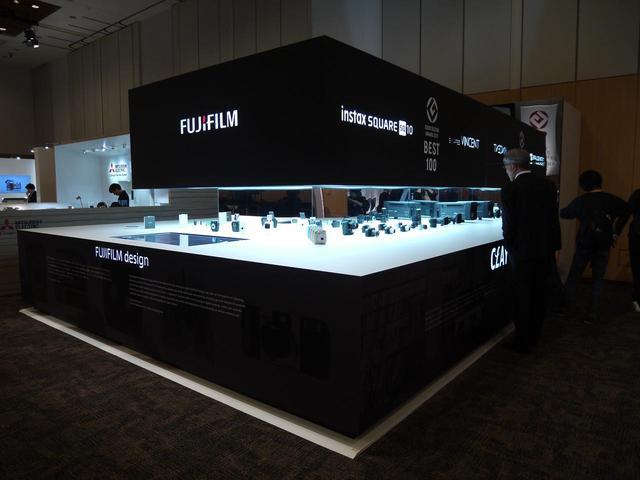 画像: 富士フイルムの展示コーナーには最新のチェキがありました