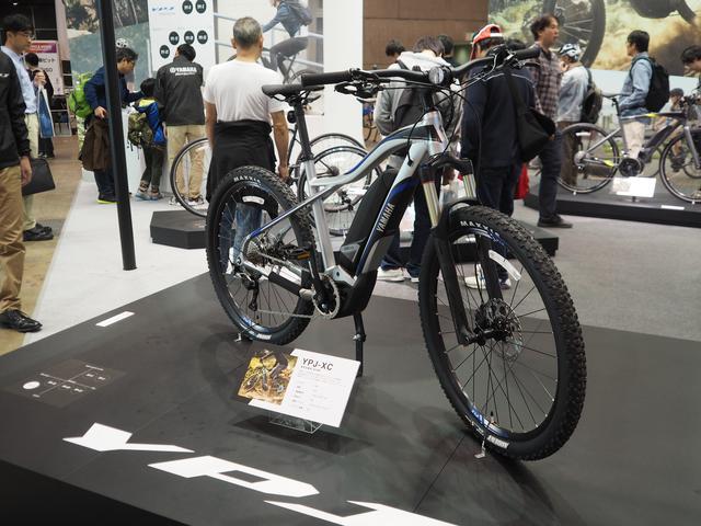 画像: YPJ-XC(参考出展車)。モーターショーで見た方もいらっしゃるかもしれませんが、電動アシスト自転車の新たな価値を創出する「YPJ」シリーズの新提案。第44回東京モーターショーに出展した「YPJ-MTB Concept」をベースに最新のパワーユニット「PW-X」を搭載し、より市販モデルに近づけたマウンテンバイク。諸元はサイズ:NA、重量:NA、電動機形式:ブラシレスモーター、定格出力:NA、搭載バッテリー:リチウムイオンバッテリー、バッテリー容量:NA。