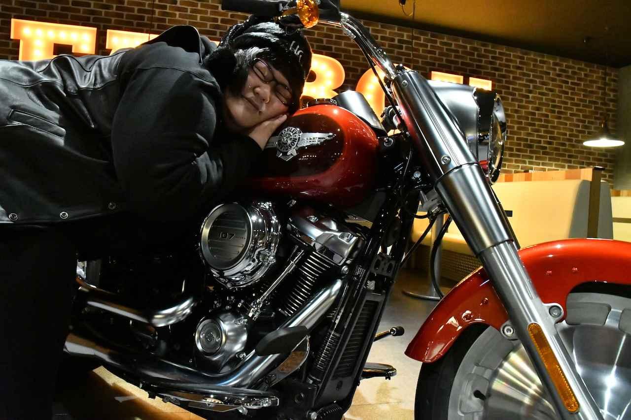 画像: 目下、先輩バイク芸人たちにツーリングのお誘いを受けているとのこと。「女芸人のバイク乗りがいたらいいなって思います」と、仲間を増やしていきたい様子です。