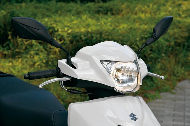 画像: 上品で落ち着いた印象を与えるフロントマスク。コストパフォーマンスを考慮して、ヘッドライトはオードソックスなハロゲン。