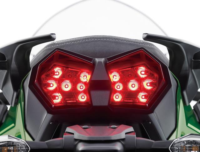 画像2: LEDコーナリングランプ、大型スクリーン、 クルーズコントロールなどツアラー機能も充実。