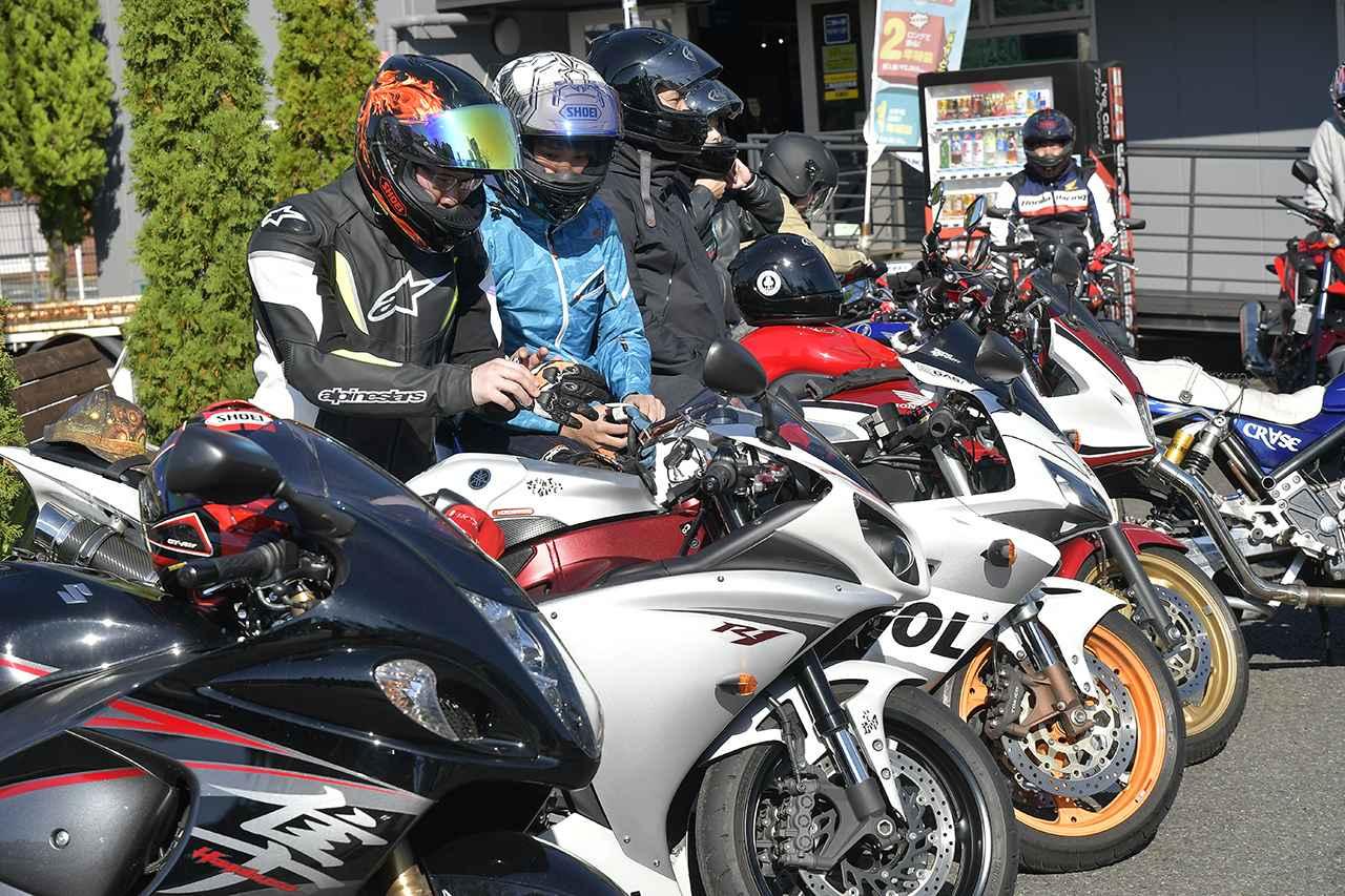 画像: 驚いたのが、参加者の皆さんが素敵なバイクに乗っていること! 今回の参加バイクは中型/大型バイクの割合がちょうど半々くらいだったようです。ピカピカの新車もかなり見受けられました。