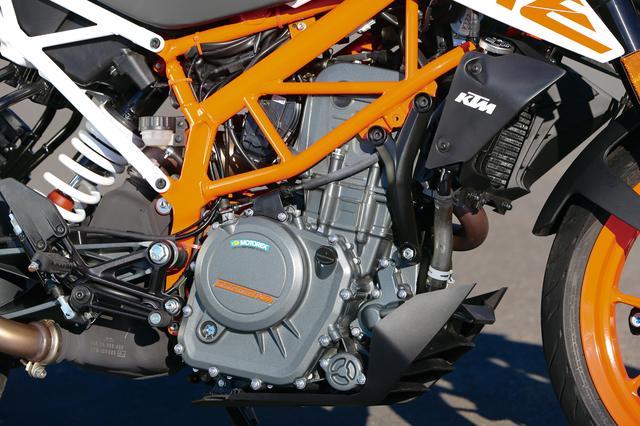画像: 44HPのDOHCシングルはより熟成が進み、本来のパワフルさはそのままに、スムーズな吹け上がりを実現。あらゆるシーンで扱いやすく、回して楽しいエンジンに進化した。