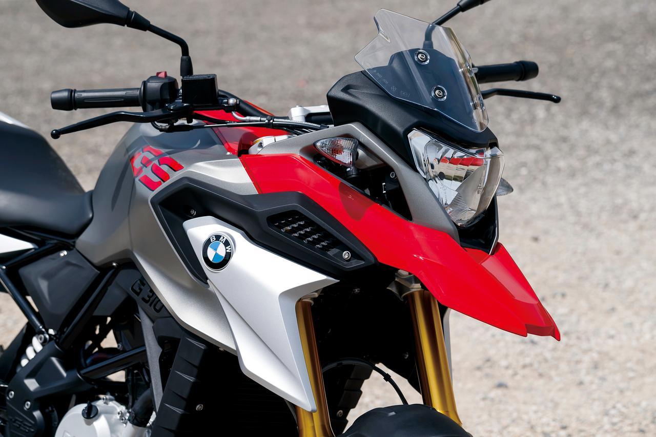 画像: 燃料タンクカバー回りやスポイラーを備えるフロントマスクのデザインは、まさしくGSである。カバー内に収まるエアボックスや容量11リットルの燃料タンクは、Rと共通である。