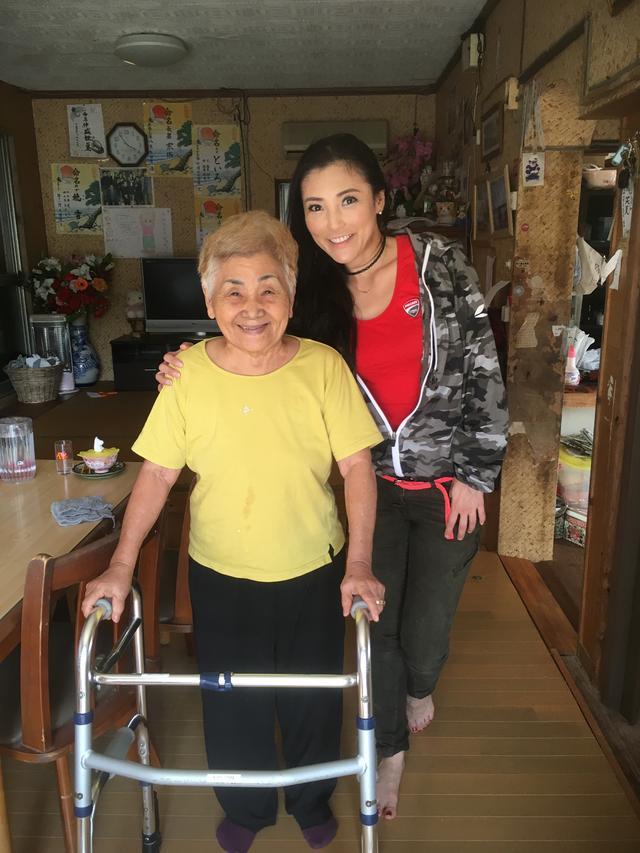 画像: レンタルできるのはここ一件だけみたい(  ゚Д゚) まっちゃんおばあのレンタルサイクル。 可愛いい看板おばあがいます(⁎⁍̴̛ᴗ⁍̴̛⁎) まっちゃんおばあです。